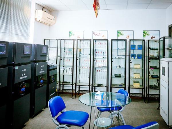 博取仪器仪器室